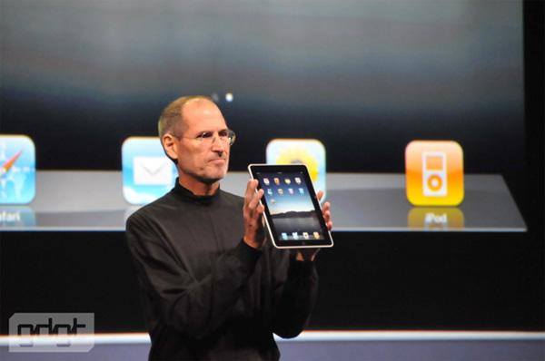 Steve Jobs ponosan na svoje čedo!