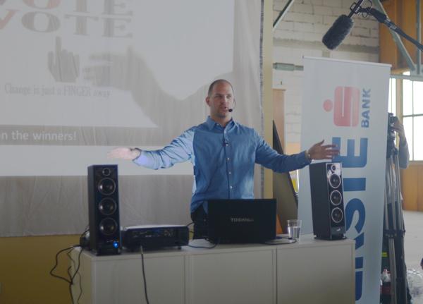 Mario Brkić pojasnio je detalje hackathona. (Snimila Marina FIlipović Marinshe)