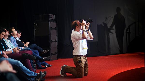 Jedan od fotografa LeWeba uhvaćen u akciji (snimila Marina Filipović Marinshe)