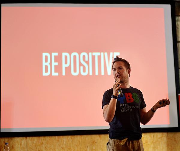 Alex kaže: Budite pozitivni! (snimila: Marina Filipović Marinshe)