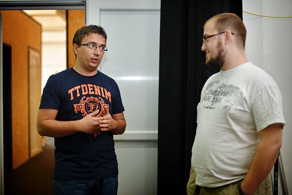 Vlado Lucić, urednik i osnivač News Bara, u razgovoru s našim Ivanom Brezakom Brkanom (Fotografija: Marina Filipović Marinshe)