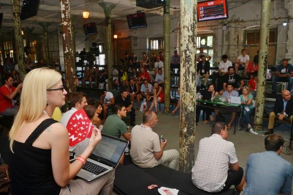 Rock Paper Startups publika u iščekivanju prvog predavanja..