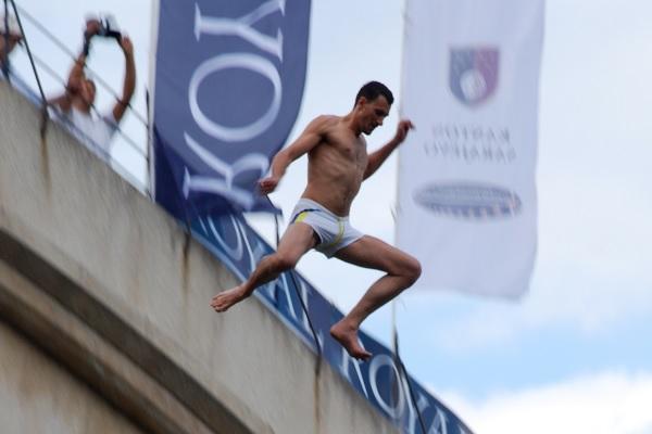 Richard ovoga puta neće skakati s mostarskog Starog mosta, nego će cijeli događaj prenositi online.