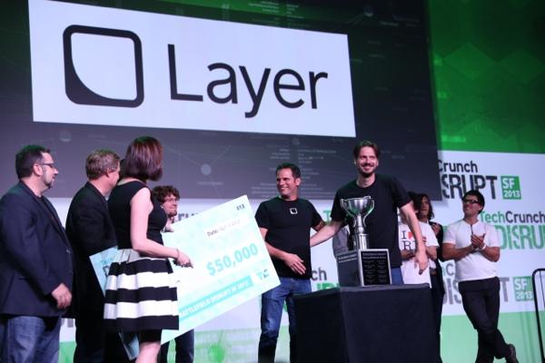 Layerovi Ron i Tomaž primaju nagradu (Preuzeto od Techcruncha)