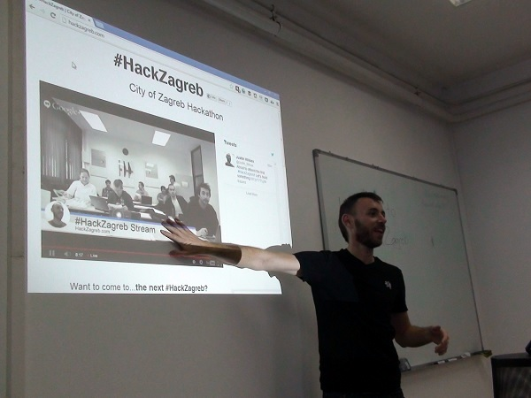 Justin Wilcox sudjeluje u organizaciji hackathona.