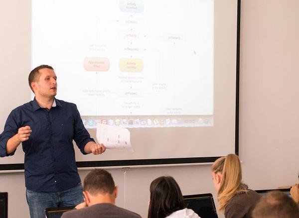 Fakultet elektrotehnike, strojarstva i brodogradnje u SPlitu te tvrtka Profico razvili su laboratorijske vježbe u sklopu kojih se uči programiranje za sustav Android.