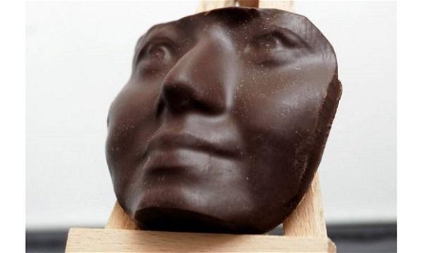 Choc Edge već nudi uslugu ispisa vašeg lica u čokoladi.