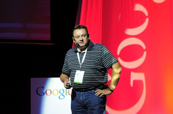 Miroslav Varga proveo je okupljene kroz esencijalne Google alate.  (slika: Escape Studio Facebook)