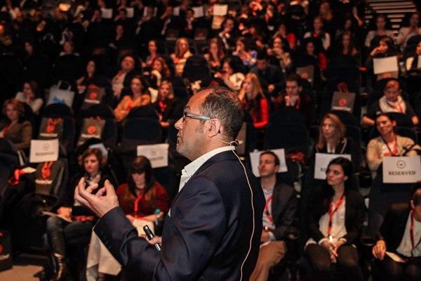 Društvene mreže nisu besplatne, naglasio je Karim Mokhnachi.