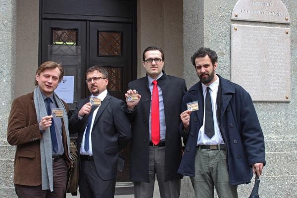 Ekipa News Bara ispred Hrvatskog novinarskog društva.
