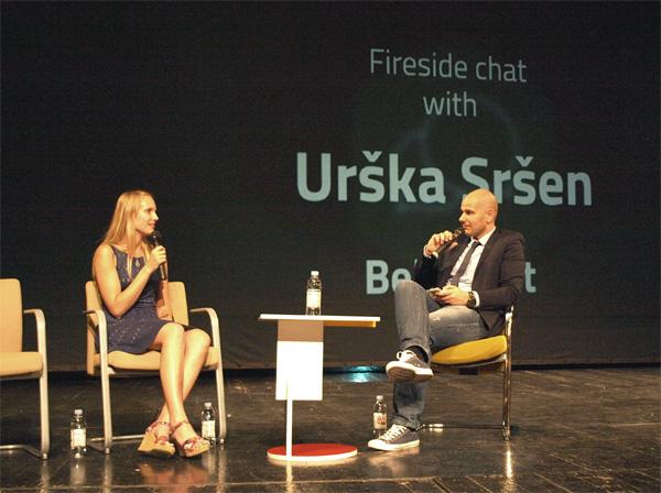 Urška Sršen razgovara s Ivanom Burazinom na Shiftu (snimio Janez Klemenčič)