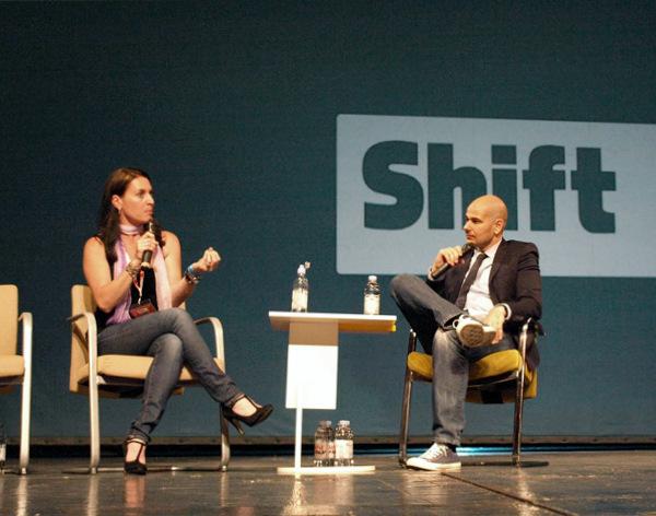 Amy Cosper, glavna urednica Entrepreneura, na pozornici Shifta razgovarala je s Ivanom Burazinom (slika: Janez Klemenčič)