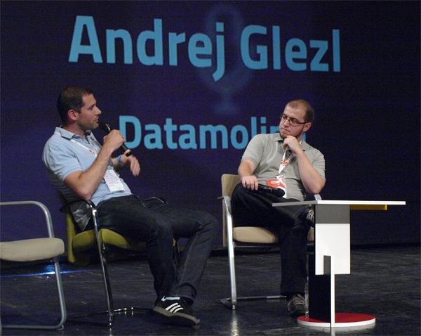 Andrej Glezl u razgovoru s Ivanom Brezakom Brkanom na konferenciji Shift (snimio Janez Klemenčič)