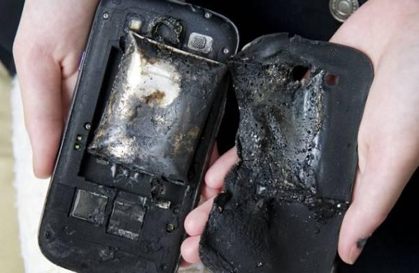 Ostaci zapaljenog Samsunga Galaxy S3. Izvor: Dailymail.co.uk
