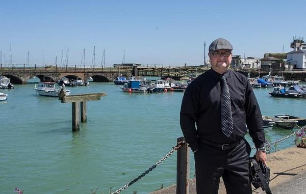 Renato Cibok uspio je u malom ribarskom gradu u Velikoj Britaniji realizirati projekte koje ovdje nije uspio. Lako - da. Nepodnošljivo jer se ovdje nije moglo drugačije.