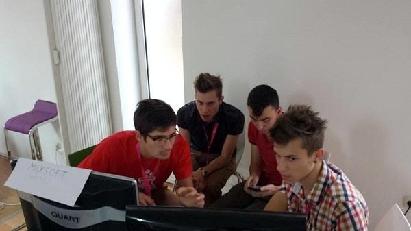 u:plugov Ivan Jelušić mentorira MaxSoft tim