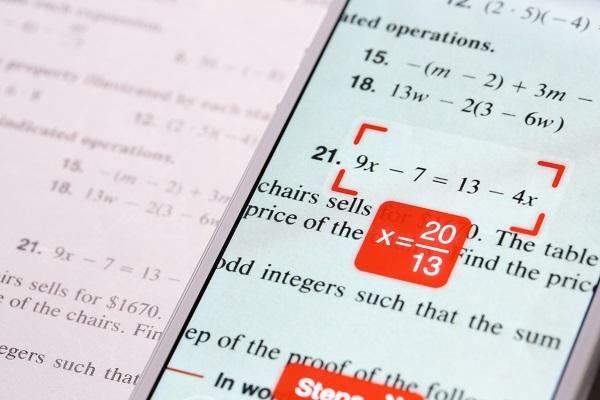 PhotoMath rješava matematičke probleme uz pomoć kamere na pametnom telefonu.