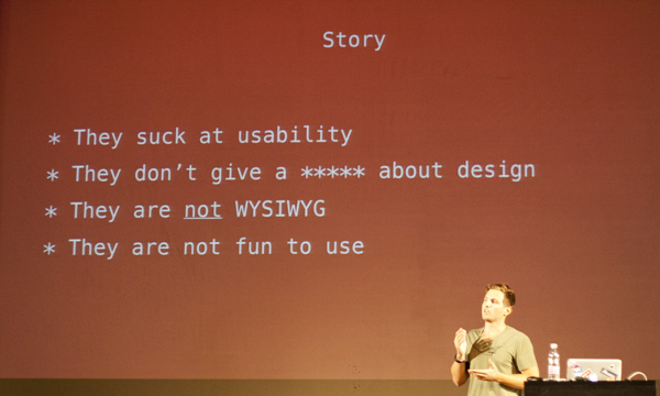 Adrian Zumbrunnen je održao vjerojatno najbolje predavanje na WordCamp Europe o novom načinu uređivanja sadržaja bez ulaska u administrativno sučelje (Autor fotografije: Lucijan Blagonić)