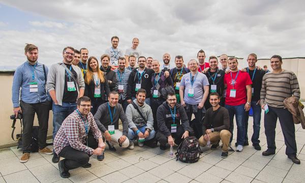 Članovi srpske, hrvatske i slovenske zajednice na fotografiji s Mattom Mullenwegom i Andrew Nacinom (Autor: Konstantin Tatar)