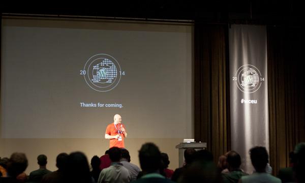 Jedan od suorganizatora, Remkus de Vries, i zahvala svima koji su došli na ovogodišnji WordCamp Europe (Autor fotografije: Lucijan Blagonić)