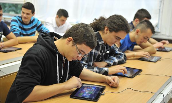 """Učionice mogu biti samo onoliko """"pametne"""" koliko im to dozvoljava sadržaj koji se preko njih producira."""