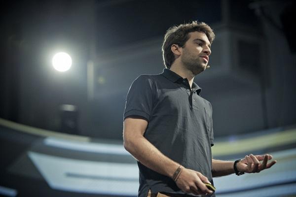 Julian Oehrlein, suosnivač Oradiana, tijekom 'pitcha' na Pioneersu (slike: Pioneers Festival/Lichtschalter.tv; nechvile.cz)