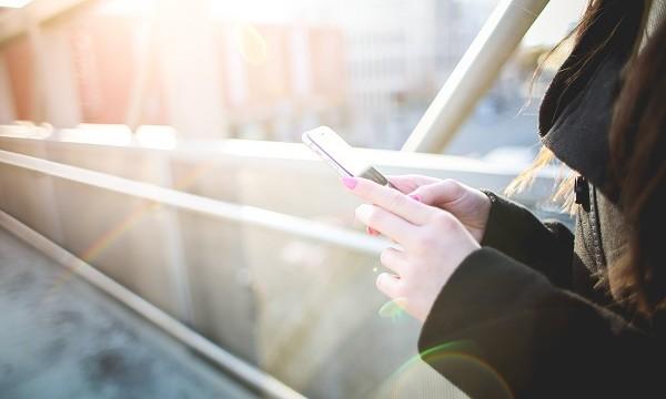 iPhone mobitel telefon 3