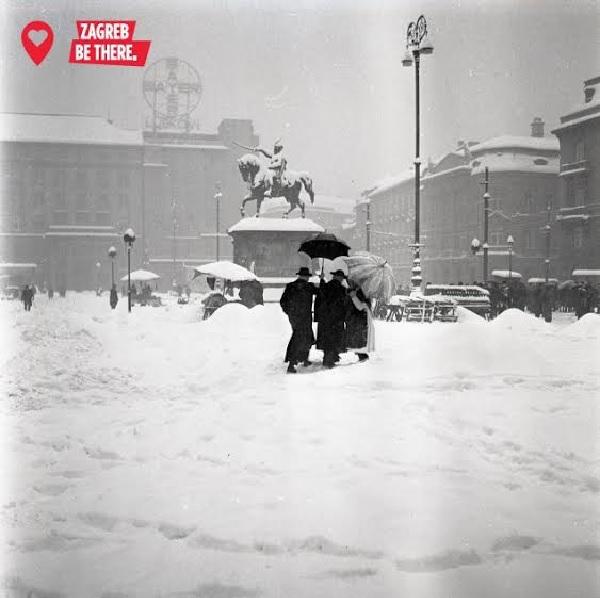 Snijeg na Trgu, 1942. ili 1943. godine (Hrvatski povijesni muzej)