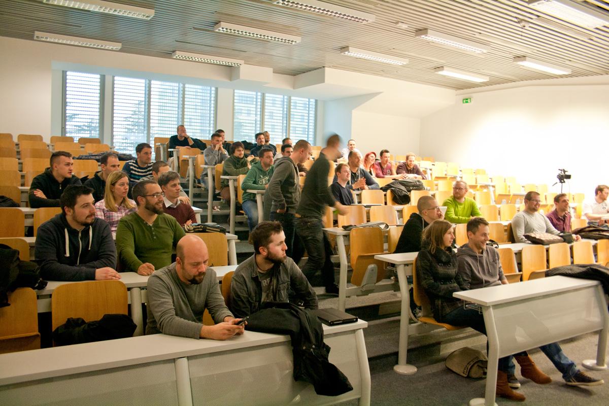 Na 1. WordPress Meetupu Rijeka okupilo se 40-ak posjetitelja, koji su imali prilike poslušati tri zanimljiva predavanja
