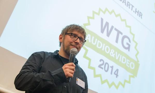 Marcel Majsan preuzima nagradu na konferenciji Web trgovac godine.