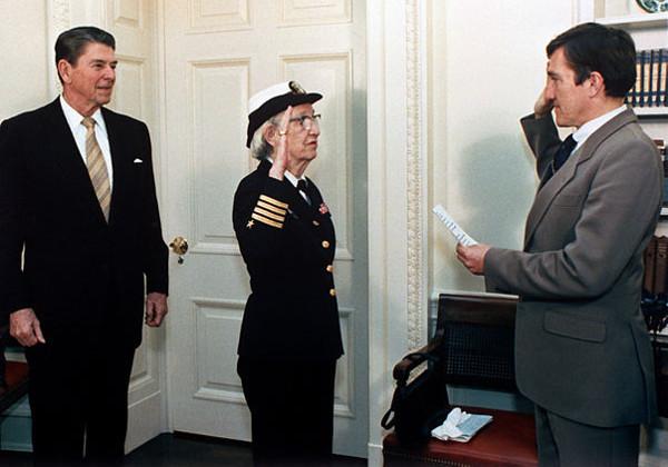 Grace Hopper, žena, admiralka, programerka. (Wikimedia commons)