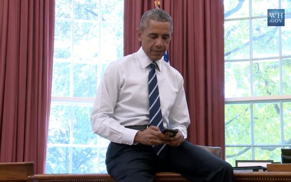Barack Obama objavljuje svoj prvi tvit na profilu @POTUS (screenshot videa Bijele kuće)