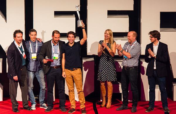 Jedan od suosnivača Oradiana, Julian Oehrlein, prima nagradu za najbolji startup na prošlogodišnjem Pioneersu (slika: Pioneers)