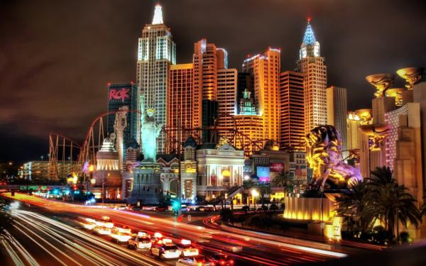 Mnoštvo događaja i ljudi u samo 48 sati - sve u skladu s mjestom održavanja konferencije, Las Vegasom.
