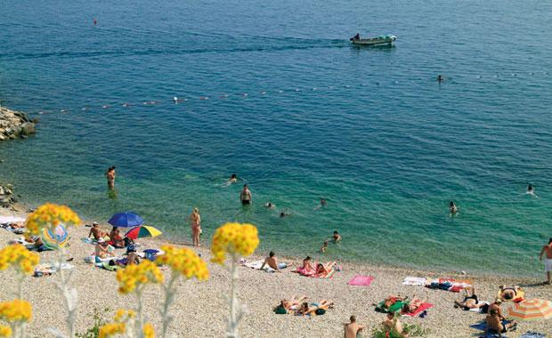 Jedan od razloga zašto bi posjetitelji mogli potegnuti do Rijeke je činjenica da je Rijeka odlučila urediti riječke plaže, a kako za vrijeme održavanja još uvijek kalendarski traje ljeto – vjerujemo da će WordPressaši iskoristiti priliku i ostati nekoliko dana kako bi uživali u suncu i moru