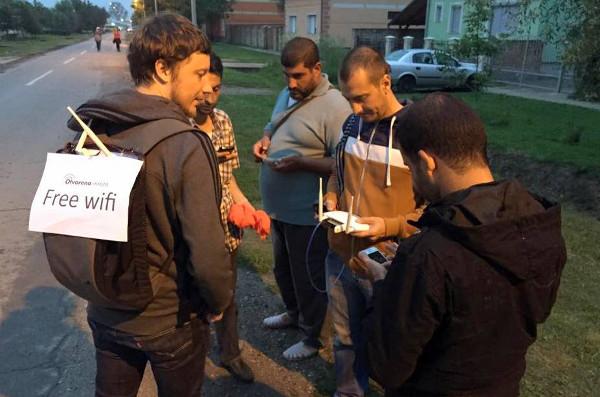 Otvorena mreža pomaže izbjeglicama da pristupe internetu