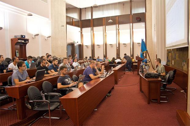 Gradska vijećnica Rijeke ugostila je 30-ak entuzijasta na WordCamp Croatia contributor dayu koji su podijeljeni u dvije grupe učili o načinima pomaganja WordPress projektu