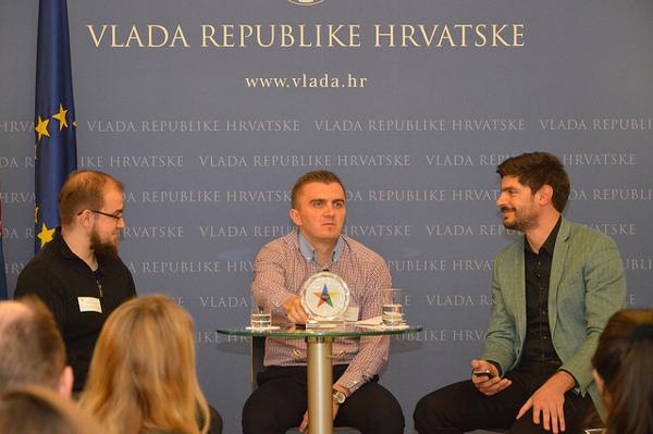 Tweetup je moderirao Ivan Brezak Brkan, na pitanja je odgovarao Tomislav Vračić, dok je Tonći Talaja pratio upite tviteraša.