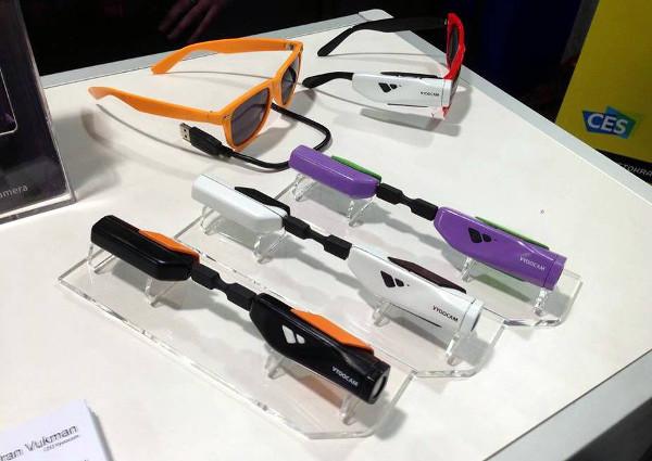 Nezadovoljni ponuđenim, tim je odlučio napraviti vlastitu kameru, Vyoocam, koja se lako može pričvrstiti na bilo koji okvir naočala, čime ruke korisnika ostaju slobodne.