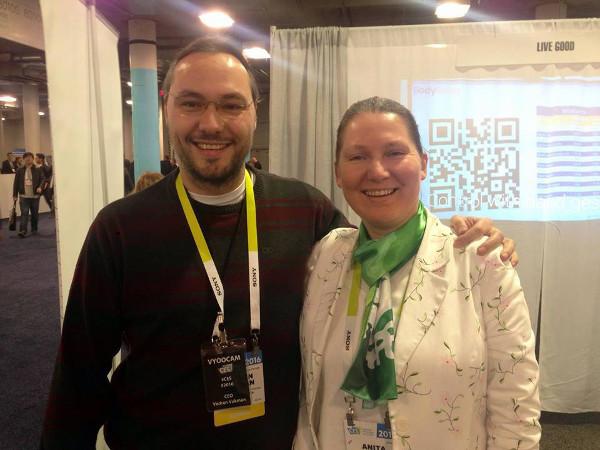 Vedran Vukman s Anitom Bušić koja je predstavljala BodyRecog. Od hrvatskih projekata, na CES-u se još predstavio i Zipato.