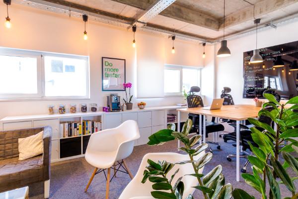 Ljubav prema industrijskom dizajnu i open-spaceu posljedica je Codeanywhereovog boravka u Techstarsu te u vlastitom uredu u Bostonu.