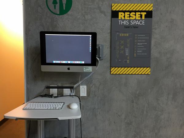 """Većina se prostorija može u potpunosti izmijeniti, ovisno o tome kojoj svrsi služi u danom trenutku, a na zidovima stoje upute kako ju nakon toga """"resetirati""""."""