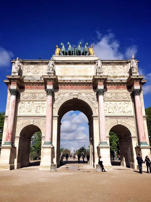 U Parizu... Pripazite na mjenjačnice.
