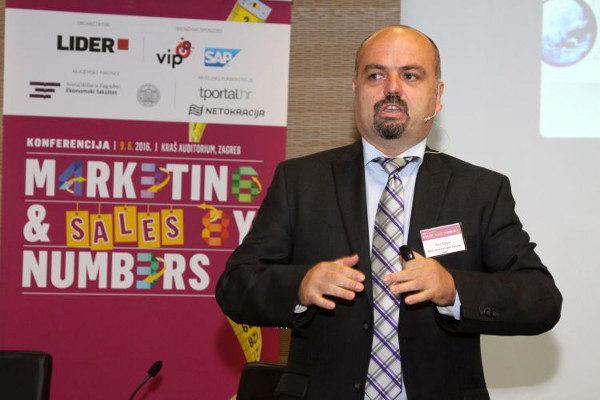 Stručnjak za prodaju, Alen Mayer, bio je glavni govornik konferencije.