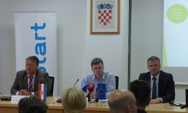 Fedor Dorčić iz HZZO-a, ministar zradvlja Dario Nakić i Mate Krpan iz mStarta na zatvaranju projekta koji je osigurao temelje razvoja eZdravlja.