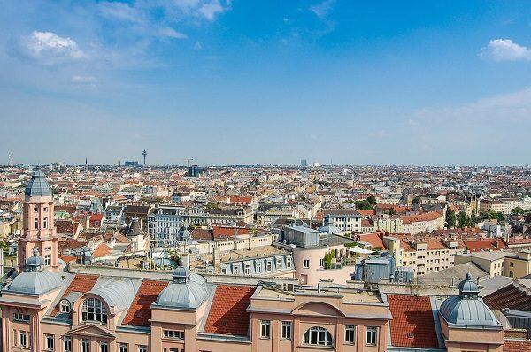 Kako bi pomogli građanima koji iznajmljuju privatan smještaj turistima na platformama poput Airbnb-a da što lakše slijede pravila, u Beču su pokrenuli informativnu kampanju s video sadržajem, smjernicama i online kalkulatorom za gradski porez.