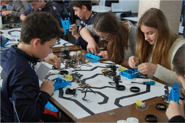 Svim ustanovama koje sudjeluju u Ligi bit će donirani roboti te osigurana edukacija za mentore.