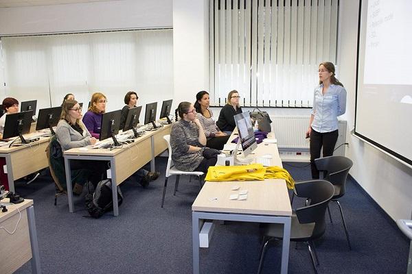 Ove smo godine vidjeli nekoliko radionica programiranja namijenjenih samo ženama, a sa sugovornicama se razvila zanimljiva rasprava je li to potrebno ili suvišno.