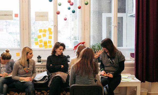 Sudionici su kroz grupni rad mapirali izazove i potrebe industrije, među kojima se našla i neprepoznatost freelancera u tvrtkama.