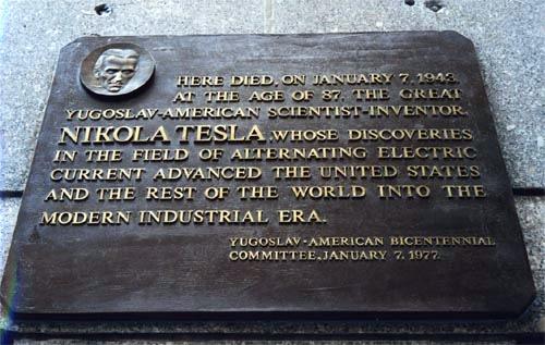 Spomen-ploča na zgradi hotela u kojemu je Tesla proveo zadnje godine života.